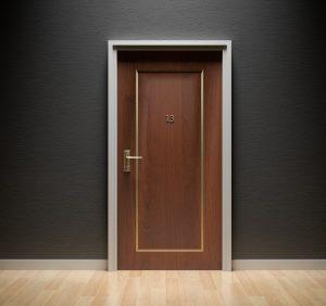 Czy w Twoim mieszkaniu sprawdzą się drzwi składane?