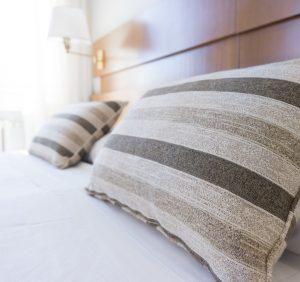 Jakie łóżko do małej sypialni?