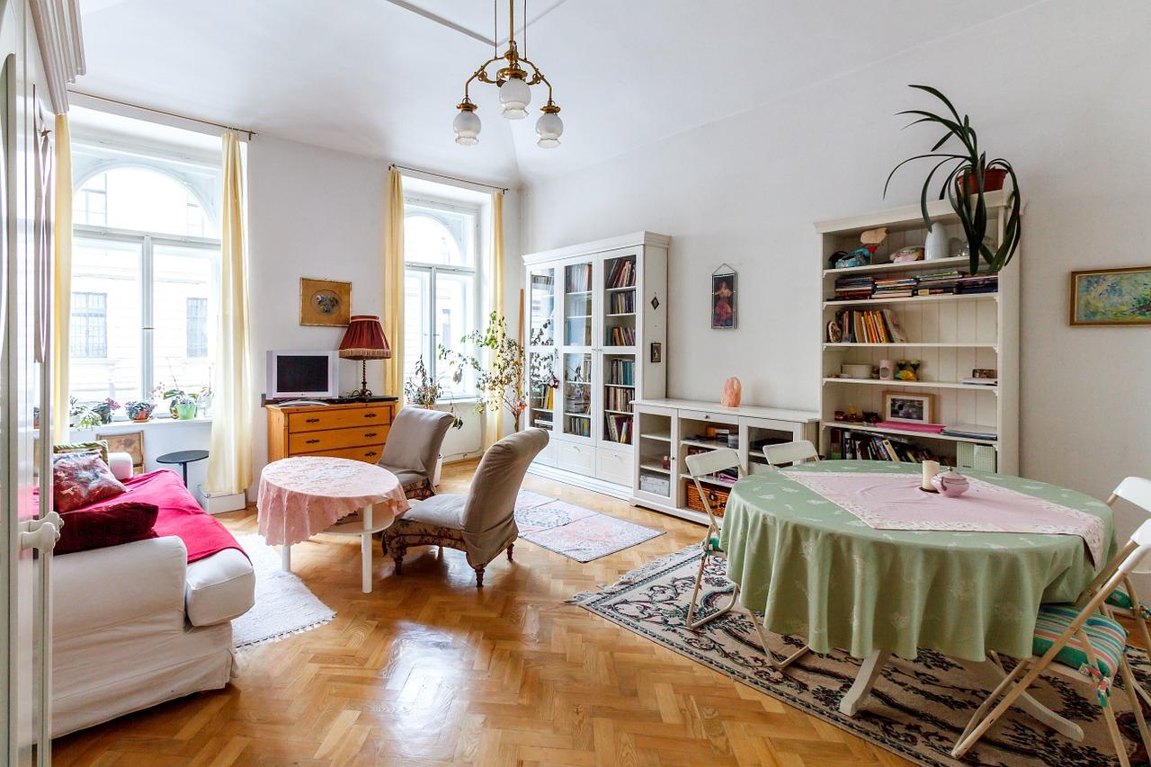 Piękny salon w jasnych kolorach