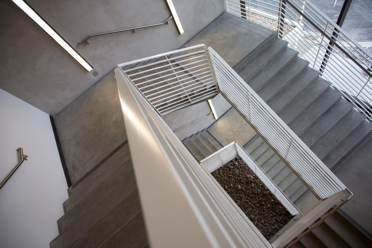 Jaki będzie najlepszy materiał do wykonania schodów wewnętrznych?