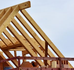 Wady i zalety dachów kopertowych