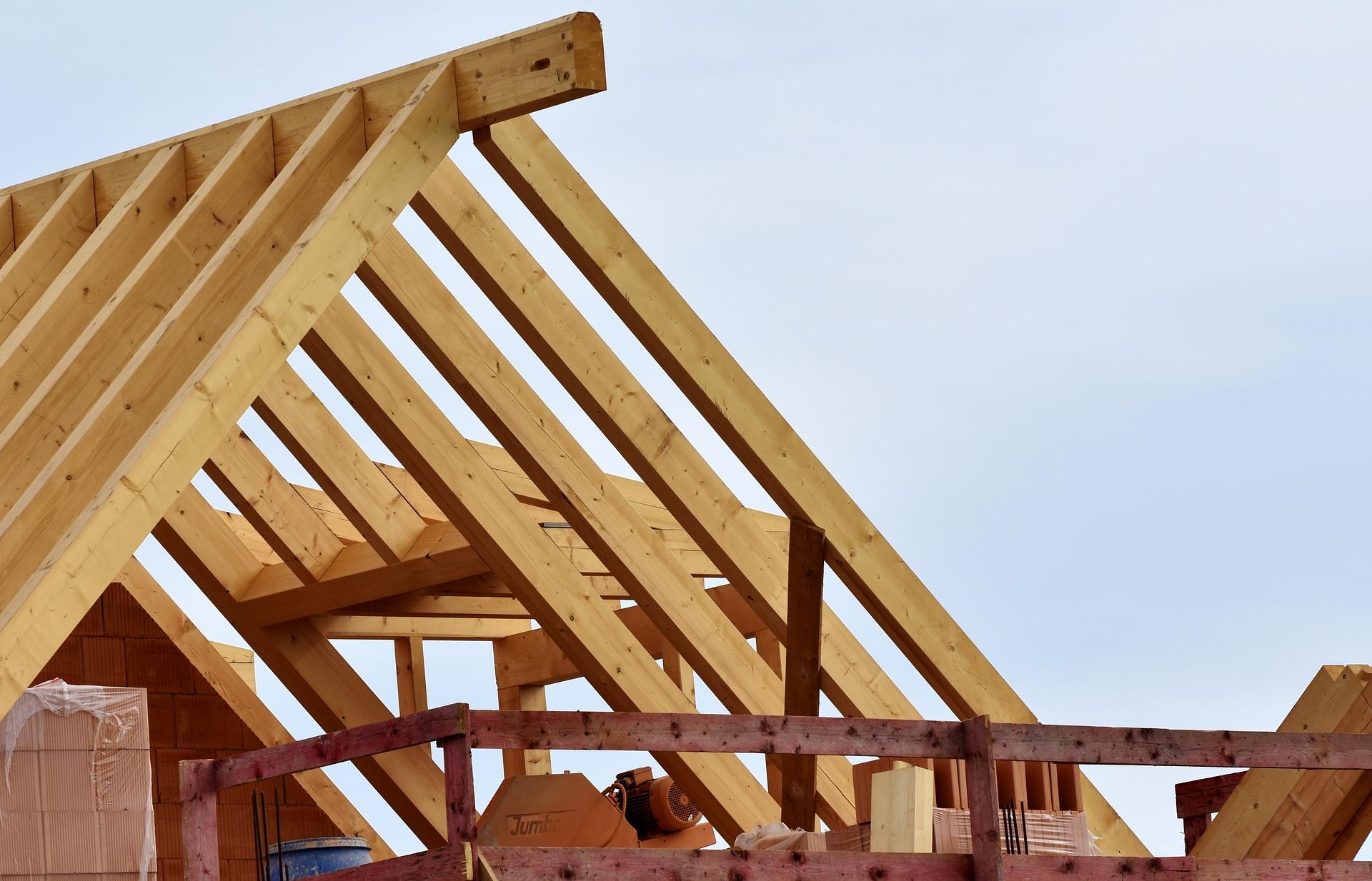 Dach kopertowy w trakcie budowania