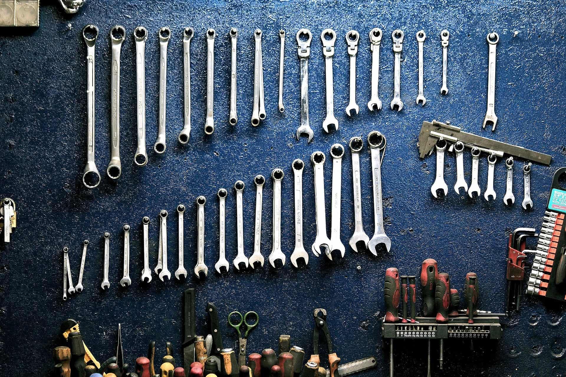 Kompletujesz domowy warsztat? Jakie narzędzia Ci się przydadzą?