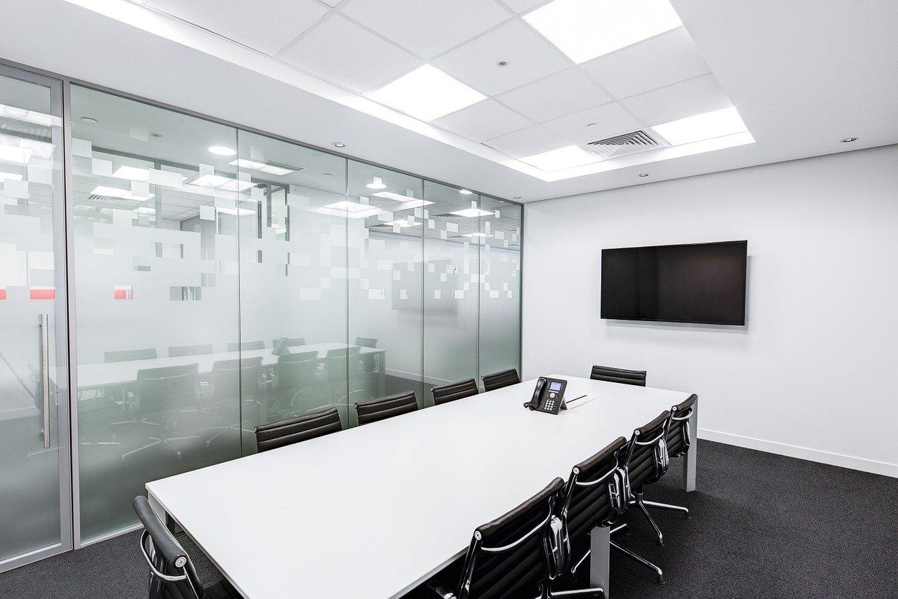 Krzesła konferencyjne – dlaczego są ważne?