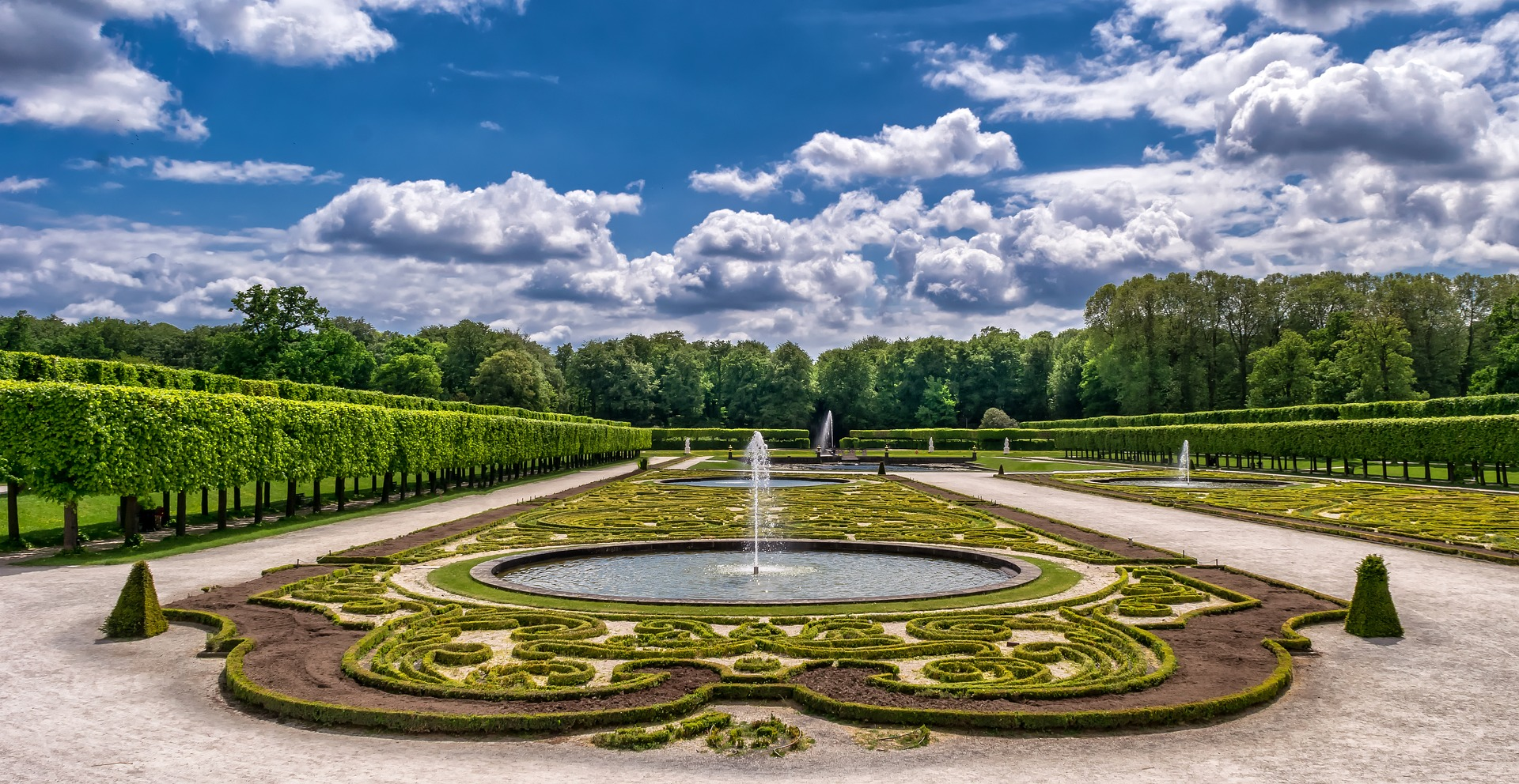 Jak założyć ogród angielski – rośliny, opis i przykłady