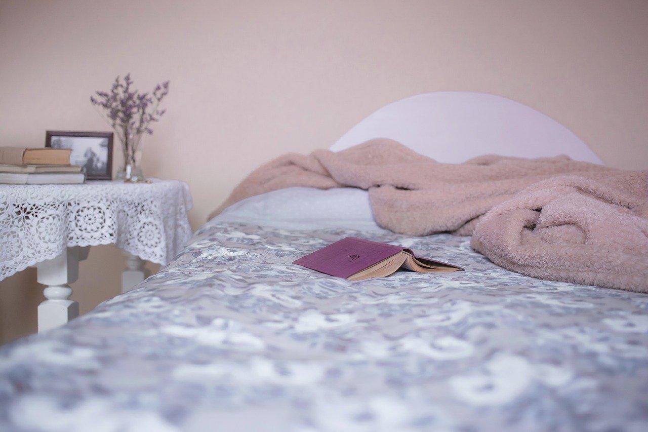 Tani remont sypialni - sposoby na szybką i łatwą metamorfozę