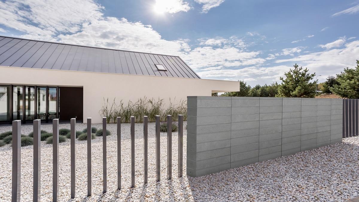betonowe ogrodzenie