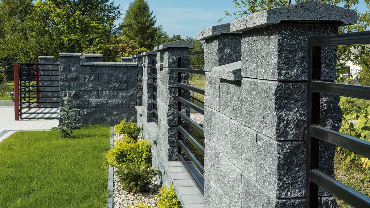grafitowe ogrodzenie
