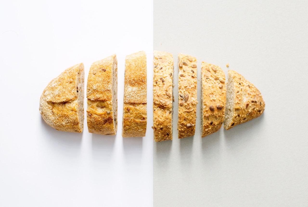 Domowy chleb pieczony w odpowiedniej temperaturze