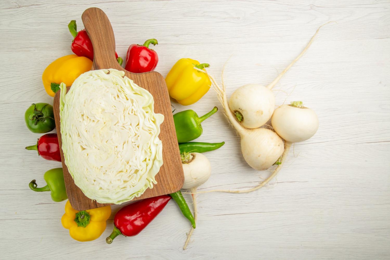 Warzywa, w tym biała rzodkiew, na surówkę