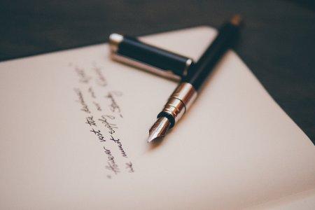 Pisanie piórem.