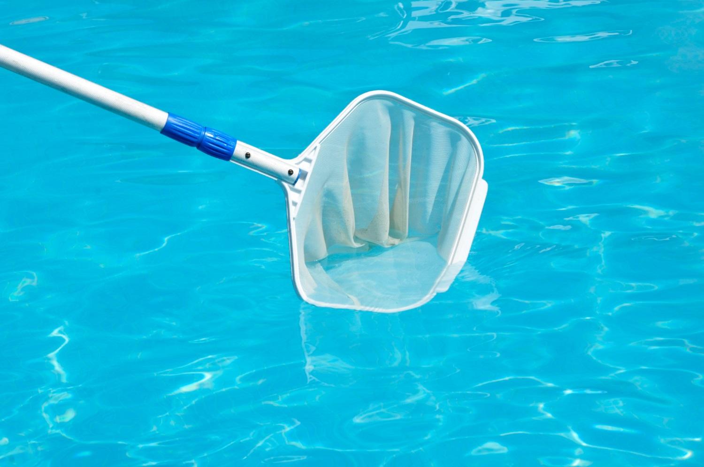 Przydatne akcesoria do basenu, w które warto się zaopatrzyć