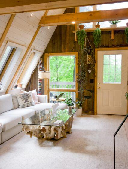Jak urządzić drewniane domki letniskowe? Praktyczne porady