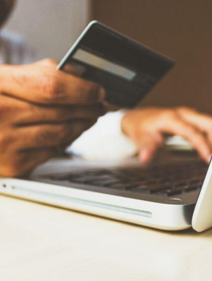 Dlaczego wolimy zakupy przez internet?