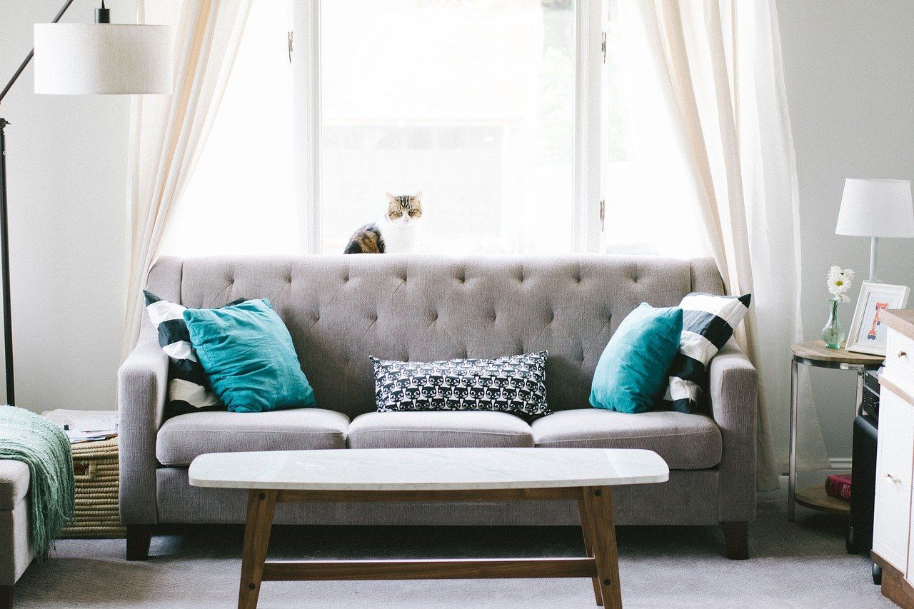 Meble wypoczynkowe w salonie w stylu skandynawskim