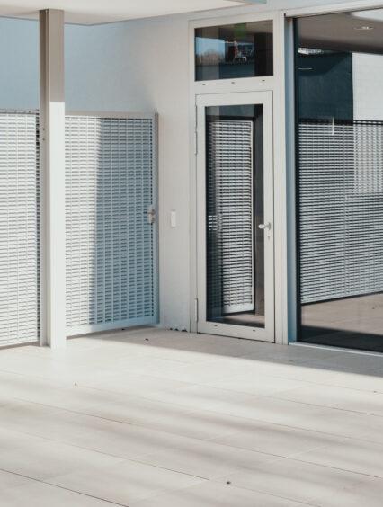 Jakie zalety mają nowoczesne ogrodzenia metalowe?