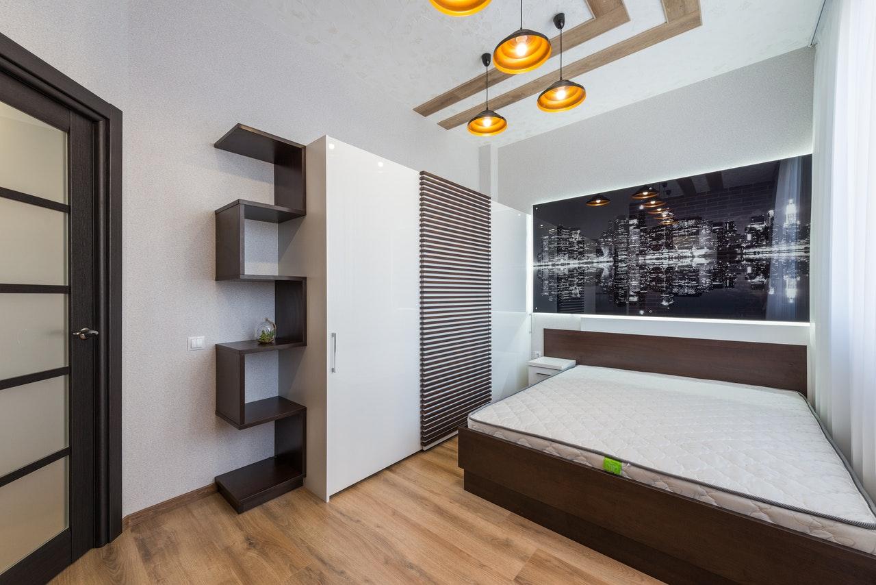 Przesuwna szafa w sypialni