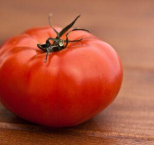 Pomidor malinowy – odmiany, właściwości, witaminy, kcal
