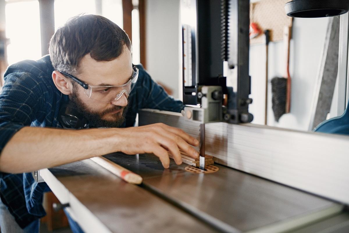 Obrabiarka wieloczynnościowa do drewna jako alternatywa dla kosztownych pojedynczych maszyn